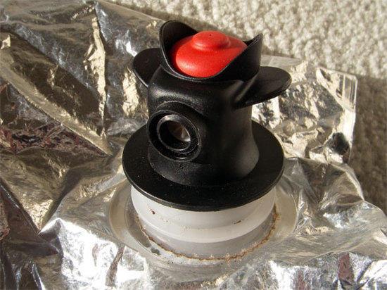 Wine bladder valve