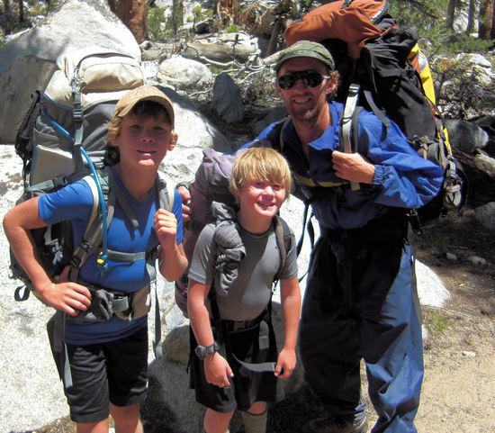 JMT Thru Hikers, Age 7 and 10 with Dad, 20090730 near Muir Trail Ranch headed NOBO