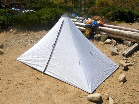 Tyvek mono-pole solo shelter