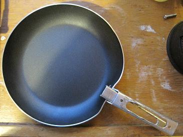 Pan with pot lifter