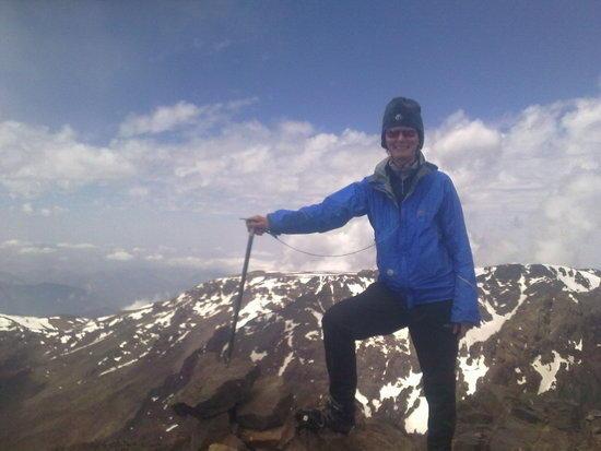 Ellie on Raz ouanocrim with the Tazgahert plateau under her arm