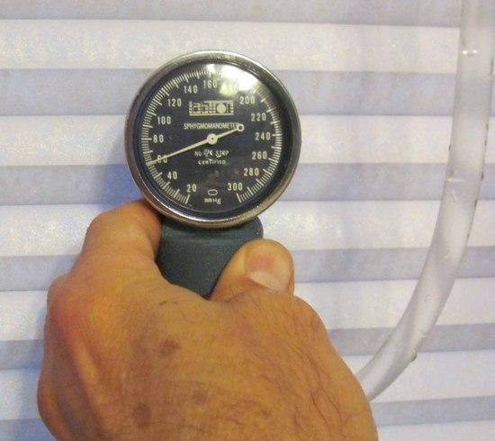 Gauge at bottom, pressure 60