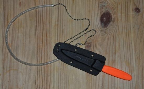 Dexter 105SC knife with BS-3 sheath and neck chain