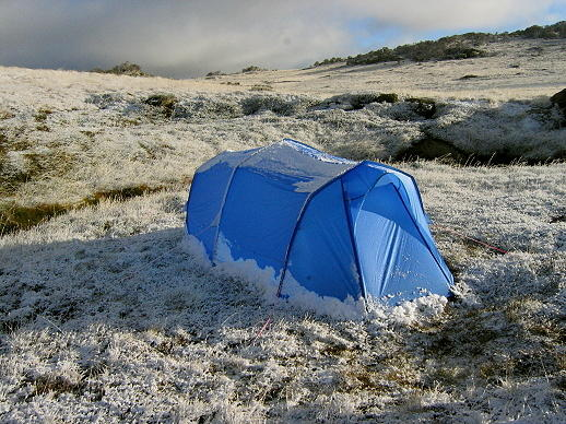 1684 Blue tent Autumn snow