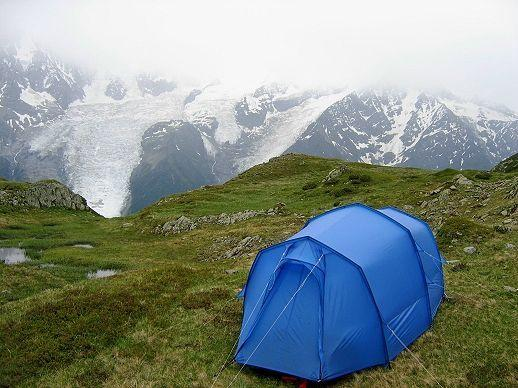 4008 Blue tent opposite Mont Blanc