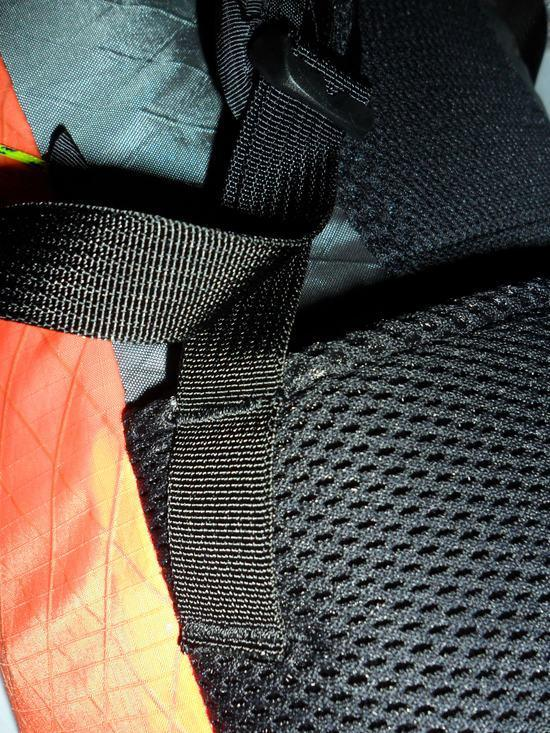 Shoulder strap adjustment webbing attached to hipbelt