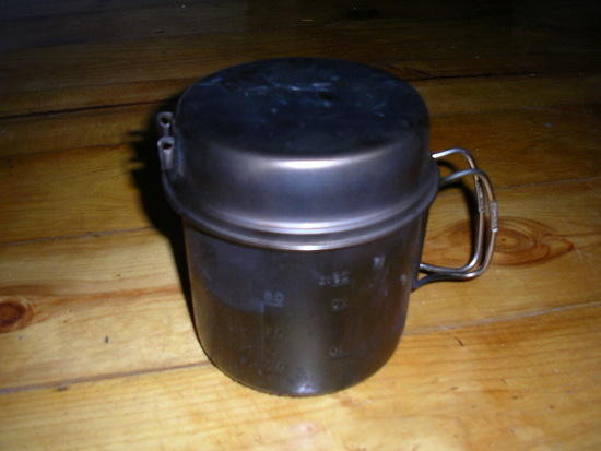 Snow Peak 900 mug and lid with stove and pot stand enclosed
