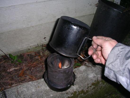 Snuffing out the stove. Optionally I can simply pour water into the firebox/lid but thats no fun