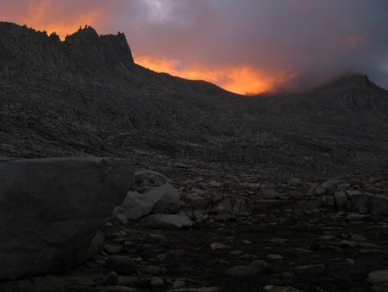 Morning sky at Gabbot Pass