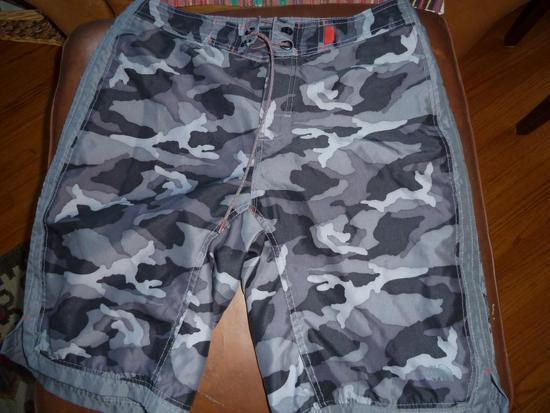 North Face Board shorts, size 32 $20 includes shipping Tracking & CONUS