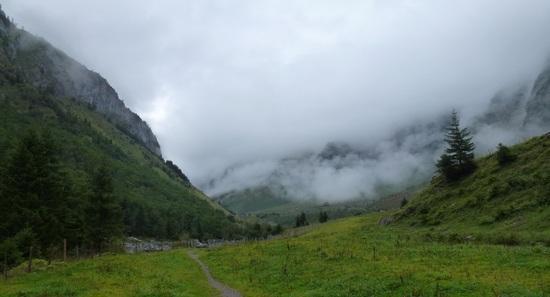 trail to Surenenpass