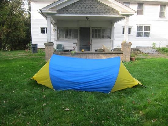 Warmlite 3R tent in blue/yellow