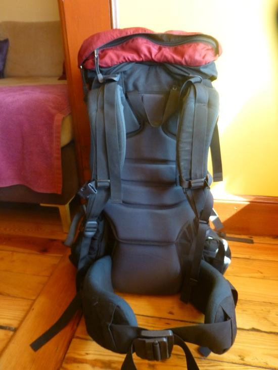 bcc93a2d3fa It has a kangaroo pocket with drain hole on the front (which I used for a  hydration bag) and a separate sleeping bag compartment making the Bora 65 a  ...