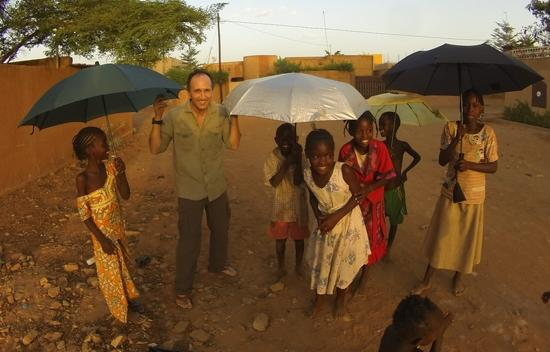 Nigerien kids and Francis playing with Euroschirm umbrellas as the sun sets